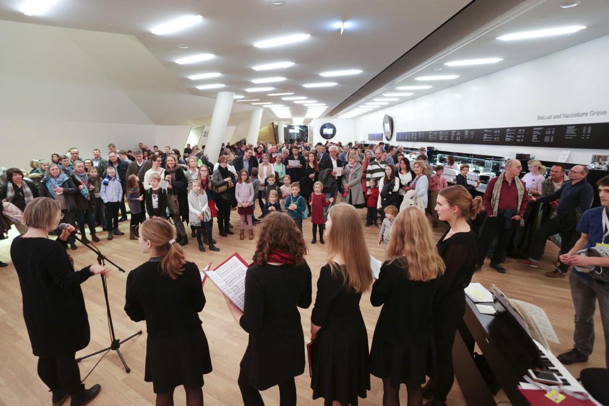 AM 1. JULI 2017 STEIGT IN DER ELBPHILHARMONIE DIE ERSTE »LANGE NACHT DES SINGENS« MIT 34 LAIENCHÖREN AUS HAMBURG,  Elbphilharmonie