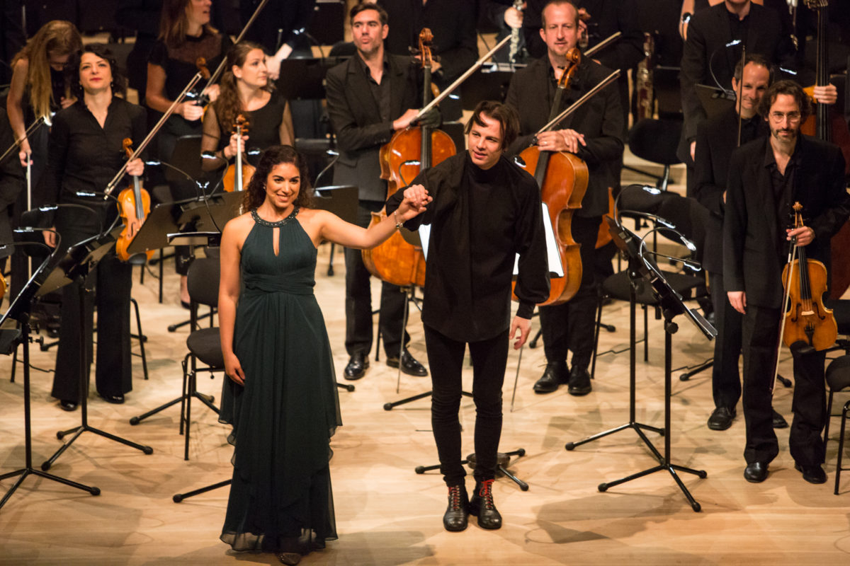 Teodor Currentzis, Dirigent, Mahler Chamber Orchestra, MusicAeterna Chor, Sophia Burgos, Sopran,  Elbphilharmonie Hamburg