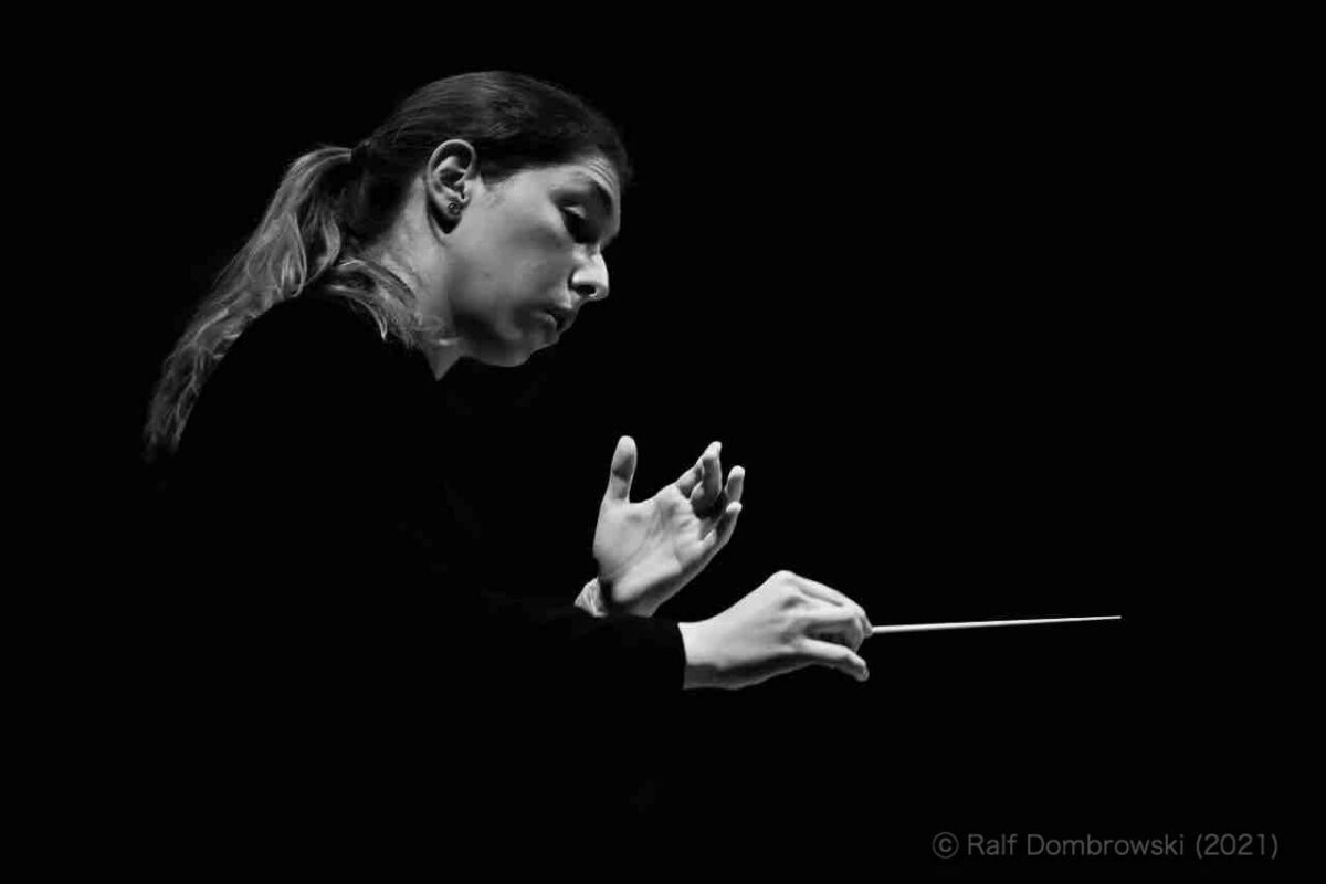Rising Stars 11: Anna Handler, Dirigentin und Pianistin – die junge Maestra mit eigenem Orchester