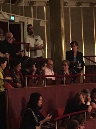 Baby verfolgt Premiere in der Wiener Staatsoper