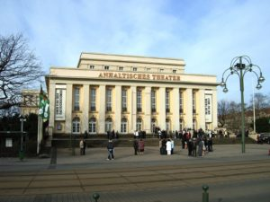 Jacques Offenbach, Hoffmanns Erzählungen (Les Contes d'Hoffmann),  Anhaltisches Theater Dessau, 22. Februar 2020