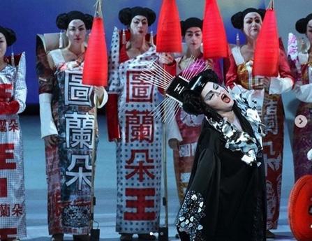 Schweitzers Klassikwelt 46: Operntexte und Operninhalte kritisch betrachtet