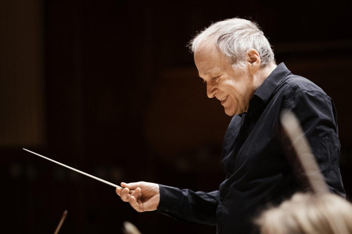Ladas Klassikwelt 42: Ein ungebetener Gast am Tisch und… im Orchestergraben