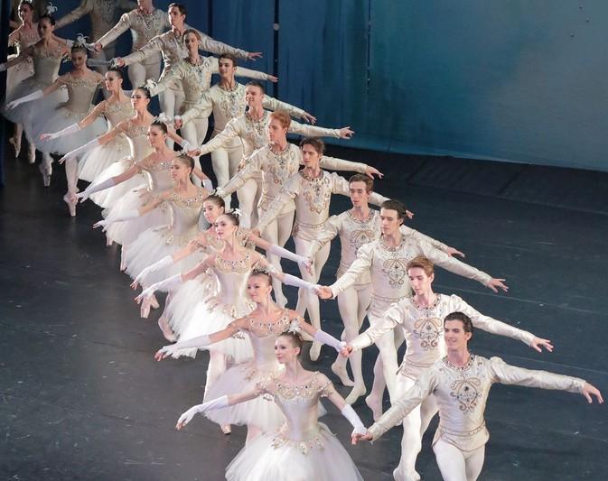 Bayerisches Staatsballett, Jewels, George Balanchine,Choreographie, Musik von Gabriel Fauré, Igor Strawinsky und Peter I. Tschaikowsky,  Nationaltheater München
