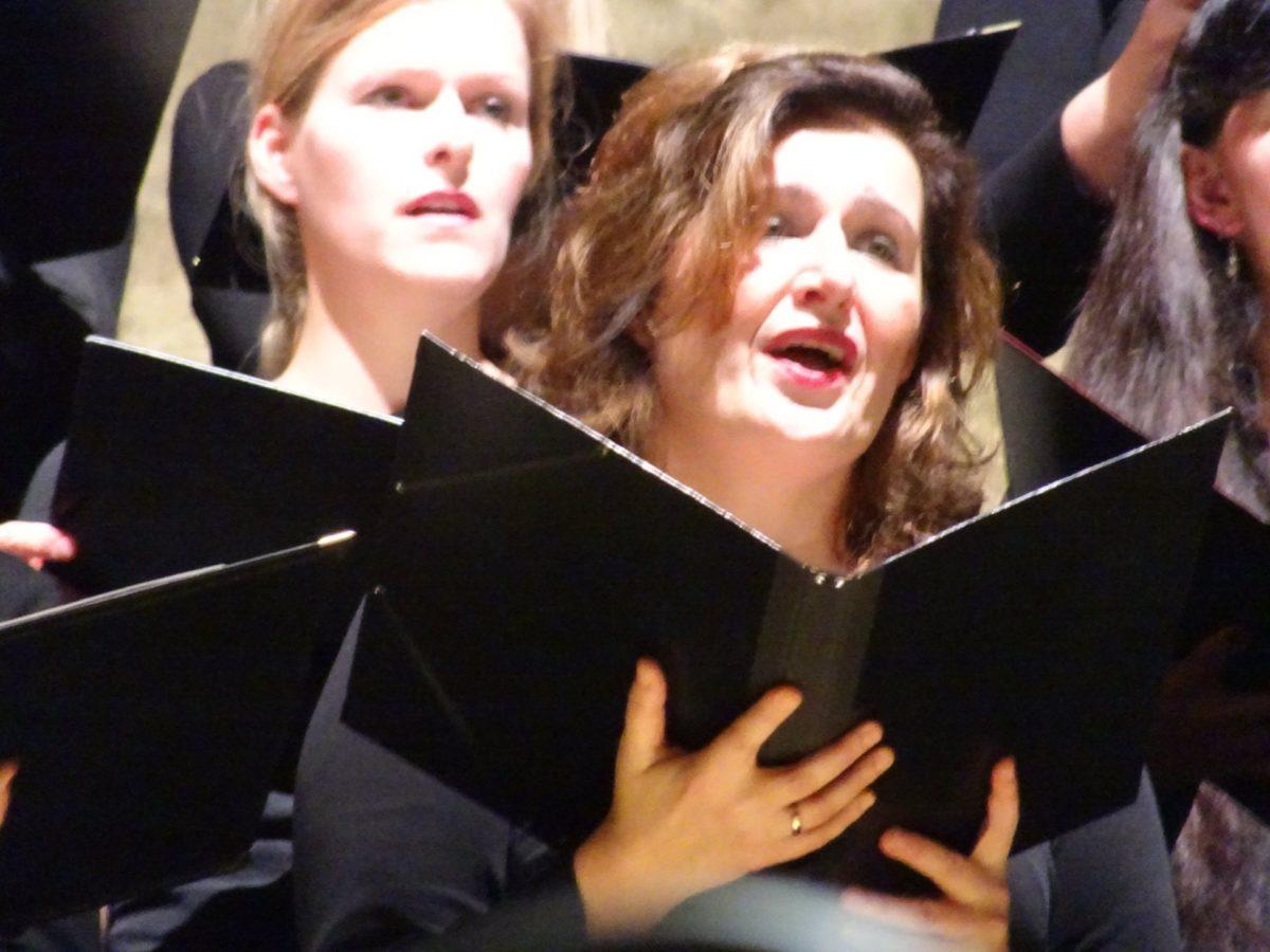 Ladas Klassikwelt 71: Der Oma von der Bühne winken – oder ein Chor-Savoir-vivre nach dem Auftritt