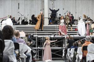"""Ein Ensemble will zurück ins Opernhaus – """"Das Rheingold"""" auf dem Parkdeck  Deutsche Oper Berlin, 22. August 2020"""